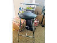 4 breakfast bar stools.