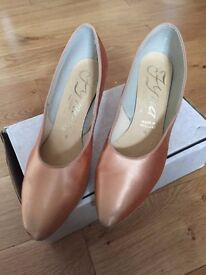 Ladies Gold satin dance shoes size 6