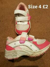 Girls size 4 trainers