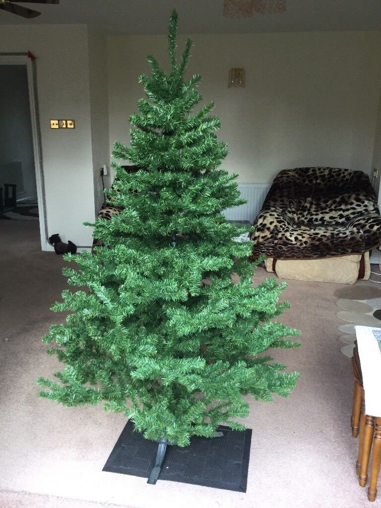Christmas Tree Good Qualtity 6 foot Fire Retardent Plus 2 sets of 40 lights & Fairy which lights