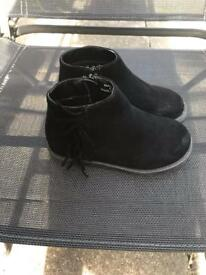 Size 9 girls black boots