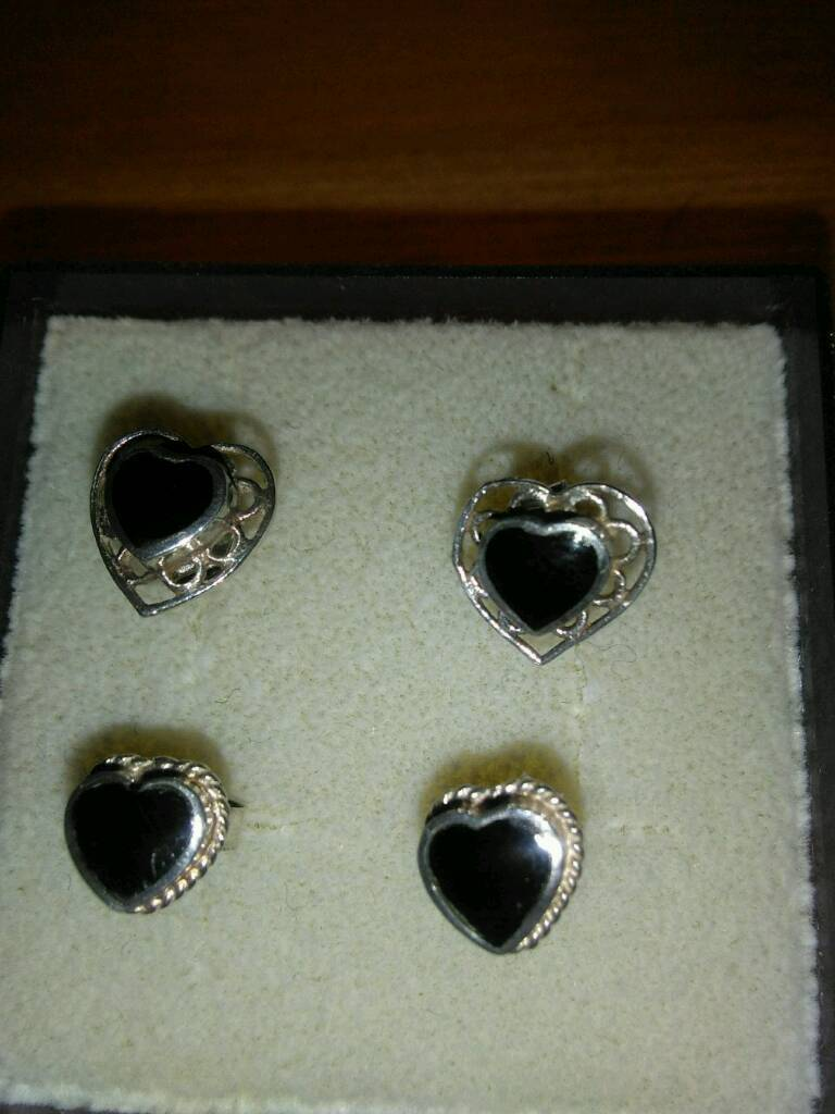LADIES NEW SILVER, AND BLACK ONYX, EARRINGSin Kirkcaldy, FifeGumtree - TWO PAIRS OF LADIES NEW, HEART DESIGN, SILVER EARRINGS, INLAID WITH BLACK ONYX, STILL BOXED, COST £ 15 EACH PAIR, SELL FOR 15 FOR BOTH , FEMALE CALLERS ONLY CALL 01592 571 730 CAN POST OUT IF YOU PAY THE P AND P