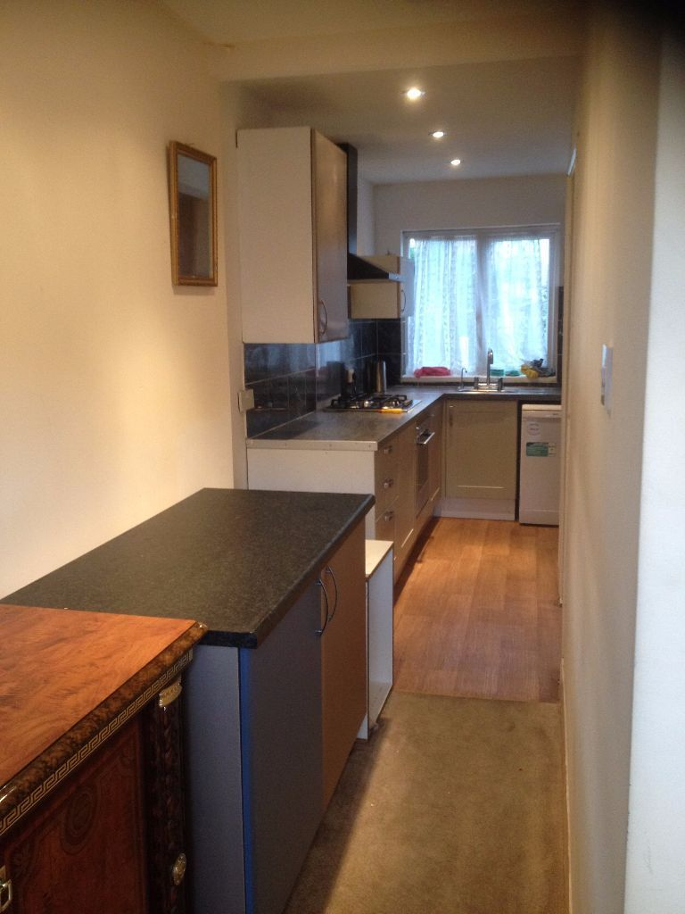 2 DOUBLE ROOMS IN CHADWELL HEATH. £450 SMALL DOUBLE £550 PCM. ALL BILLS INCLUDED! CHADWELL HEATH ST