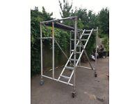 Folding aluminium scaffold platform