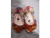 Fox slippers size 10-11