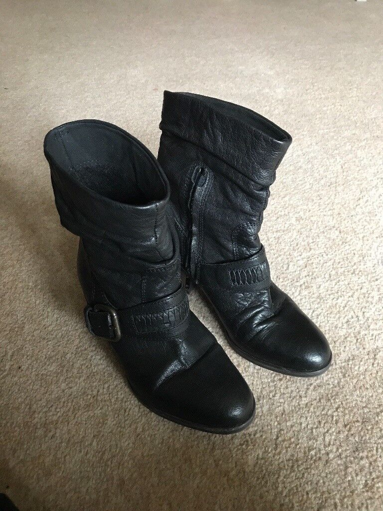 Leather boots size 4 clarks
