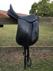17.5 Inches, Black leather dressage Saddle - Brunet Pineau - very good condition.