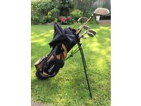 Junior Golf Set. 4 irons, 2 woods, putter and bag. Suit age 11-14
