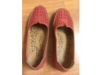 Size 5 as new cushion walk flexible comfort in coral Bargain!