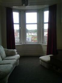 Renfrew Town Centre Bright Traditional Flat in Quiet location Nice Outlook