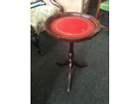 Charming Little Mahogany Inlaid Scalloped Edge Pedestal Side / End Wine / Or Lamp Table