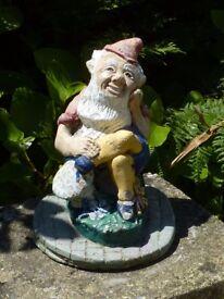 Vintage Cast Stone Classic Sitting Gnome Garden Ornament Statue 21cm Tall