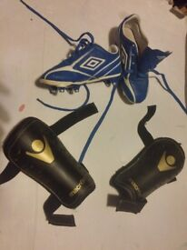 Umbro Sports Studs & 2 Knee Pads UK Size 12 Boys