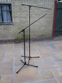 2 Microphone stands