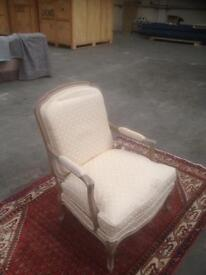 Relaxing arm chair