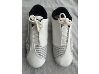 PUMA UK 8.5 MENS TRAINERS. HARDLY USED, IN EXCELLENT CONDITION.