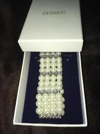 Pretty new boxed bracelet £6