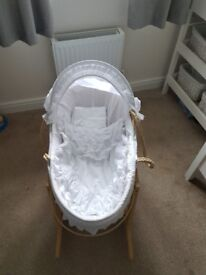 White unisex moses basket with sheets