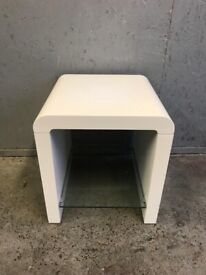FREE DELIVERY WHITE STORAGE TABLE WITH GLASS SHELF GREAT CONDITION