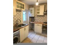 Newly Refurbished 3 Bed Flat Close to Green Street
