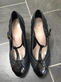 Ladies shoes - size 3.5