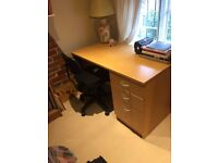 Wooden Desk - As good as new, perfect for home or office use - free delivery in London/ Berkshire