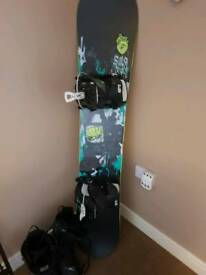 Solomon snowboard with flow bindings and dc boots