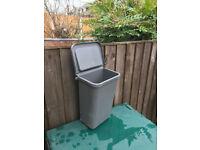 Kitchen compost bin