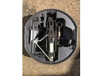 Scissor car jack with towing ring (Renault)