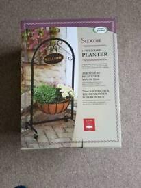 """Brand New Smart Garden Saxon Welcome Stand 14"""" (35cms) Basket Planter"""