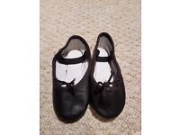 Roch Valley ballet shoes size 6 infant
