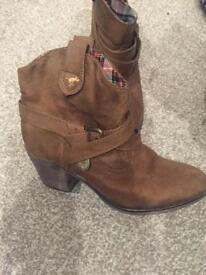 Size 7 Tan Rocketdog boots