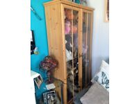 BEECH COLOUR TWO DOOR GLASS DISPLAY UNIT WITH DRAWER LOVELY COND 4 SHELVES