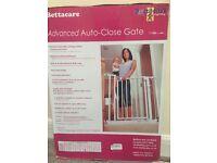 Bettacare advance auto close stair safety gate BNIB