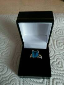 Ladies gold and topaz ring