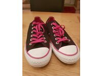 Size 6 ladies converse trainers