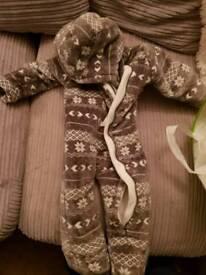 Snow suit size 9-12 months