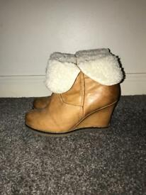 Dune tan wedge boots, fur lined - size 3