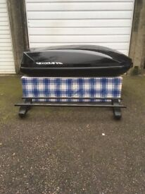 Exodus 470l roof box gloss black in immaculate condition.
