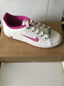 WOMENS NIKE TRAINERS BRAND NEW BOXED