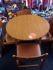 round dining kithen table and 4 chairs