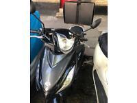 Moped scooter Suzuki Honda