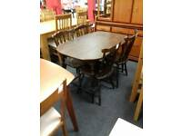 Lovely dining table with 4 chairs in great condition