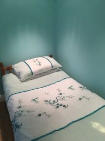 2xsingle rooms to rent in family home