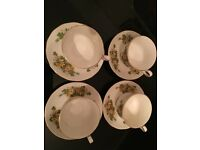 Queen Anne / Original and rare 4 cups and saucers