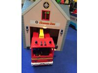 Fireman Sam fire station and fire engine