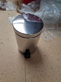 Small Pedestal Bin - Stainless Steel with Pedal **Collection Only **