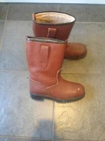 Metal toe cap safety boots size 6