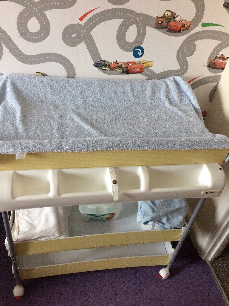 Baby changing/bathing unit