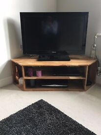 Solid Oak Corner TV Unit. Great condition from smoke & pet free home!